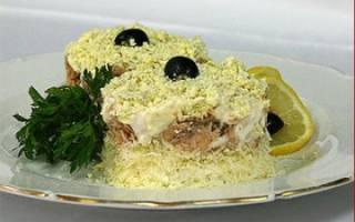 Салат из сайры с яйцом и луком
