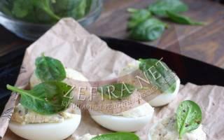Фаршированные яйца шпротами