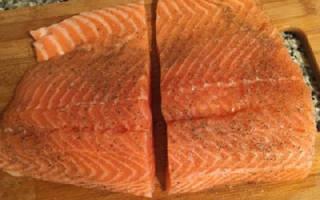 Красная рыба в слоеном тесте