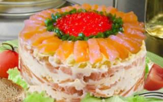 Салат с семгой и красной икрой и креветками царский