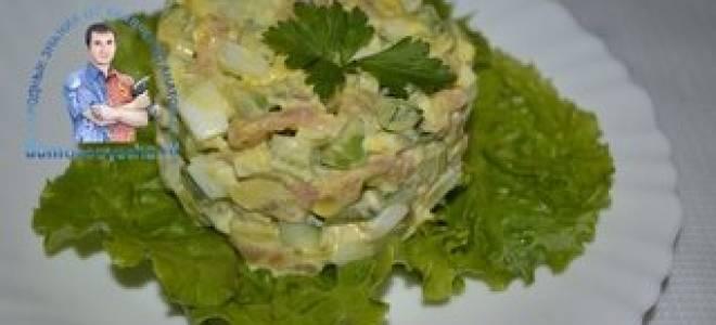 Салат с авокадо и красной рыбой