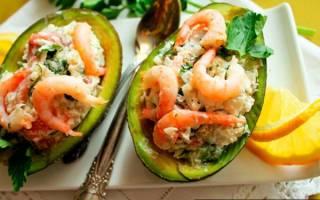 Салат с кальмарами креветками и красной рыбой