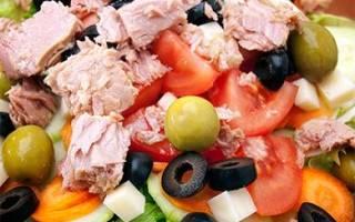 Салат с кальмарами и печенью трески