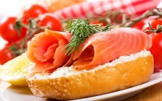 Праздничные бутерброды с красной рыбой